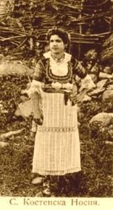 Мома в село Костенска носия