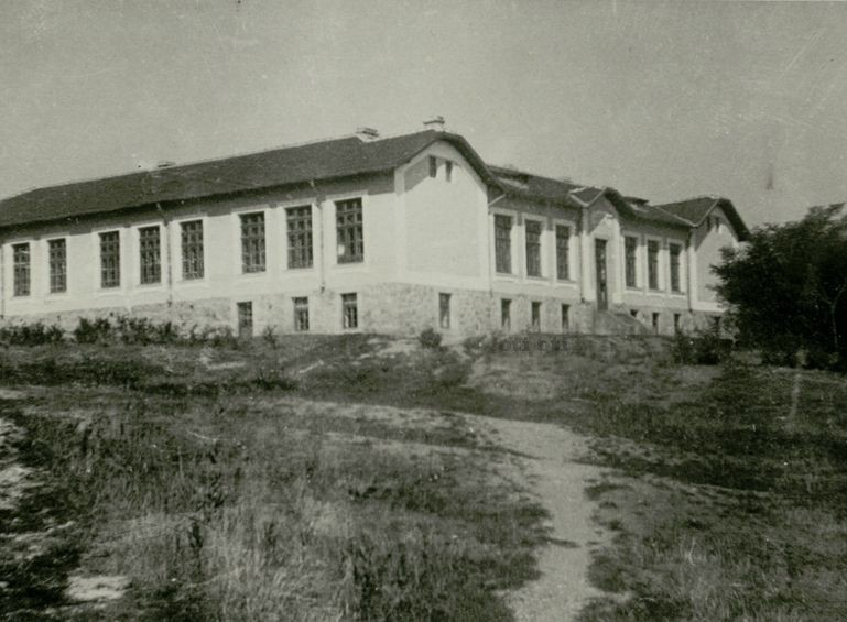 Училището в с Костенец 1938 г.