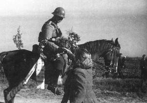 Посрещане на български кавалерист в Македония