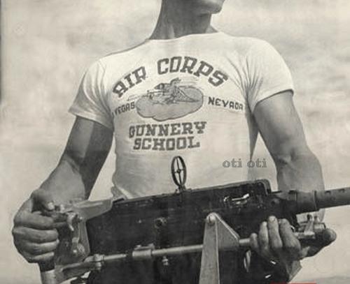 Тениски с надписи тяхната история